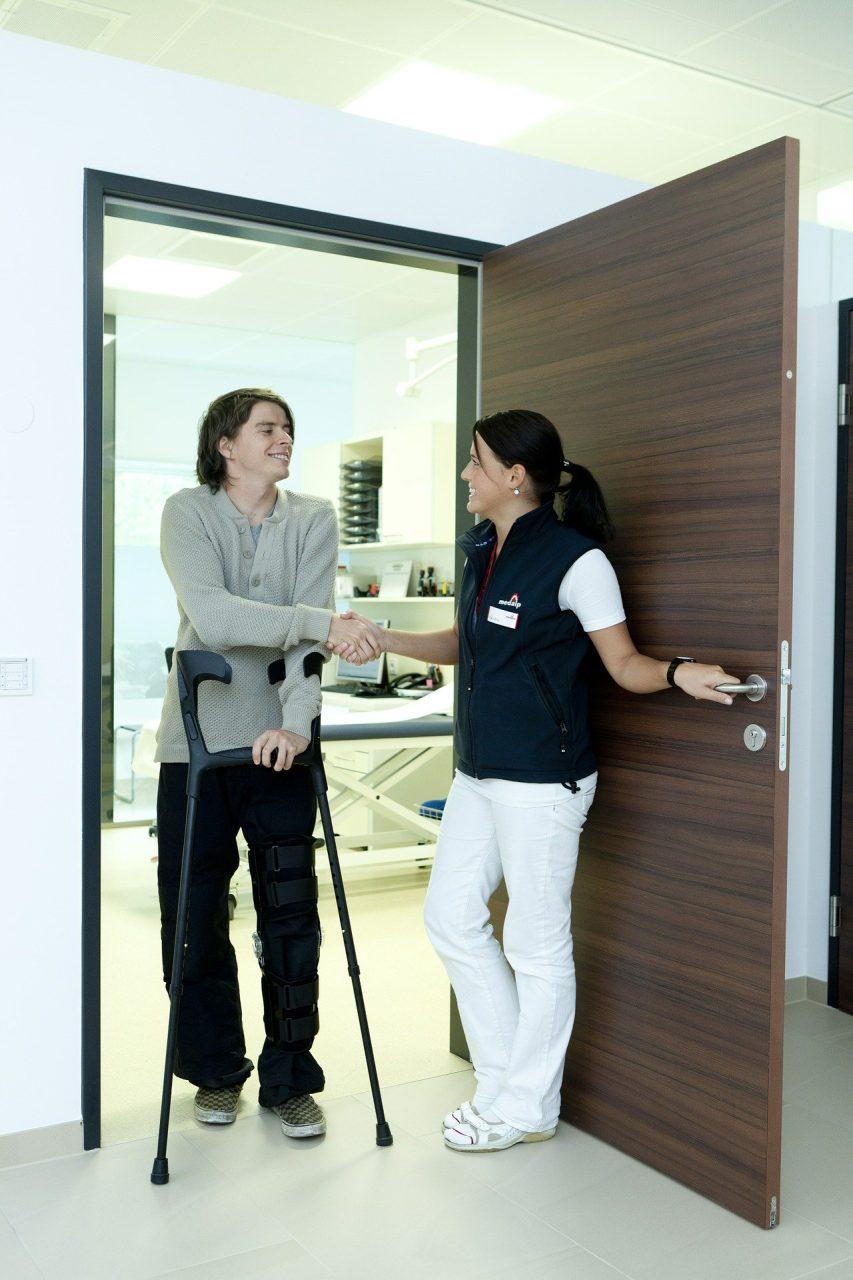 Quels sont les services d'un personnel soignant ?